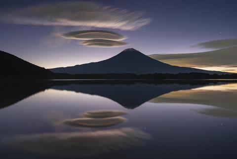 52.奇妙な雲.jpg