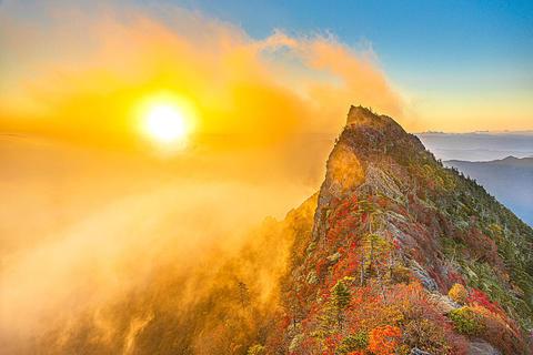 34.石鎚山の雲海滝登り.jpg
